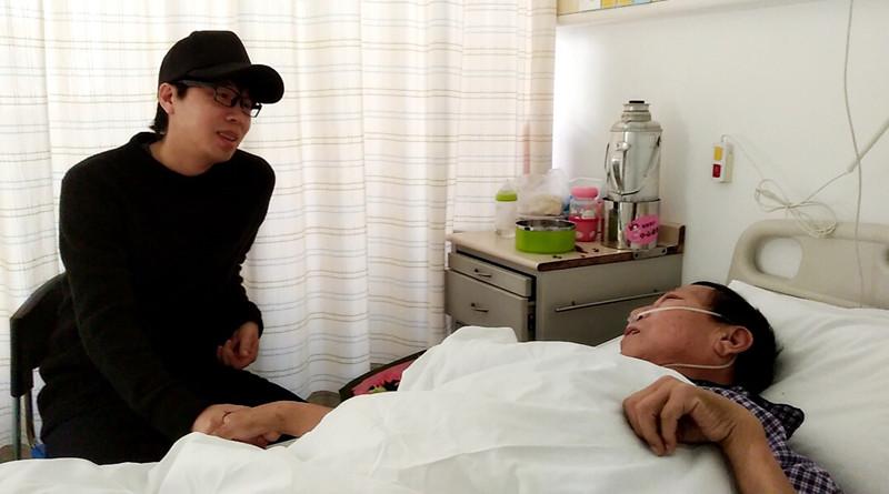 """水木年华卢庚戌探望英雄郑成月 网友:""""这才是偶像"""""""