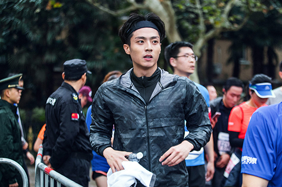 陈靖可上海马拉松开跑 用脚步丈量梦想