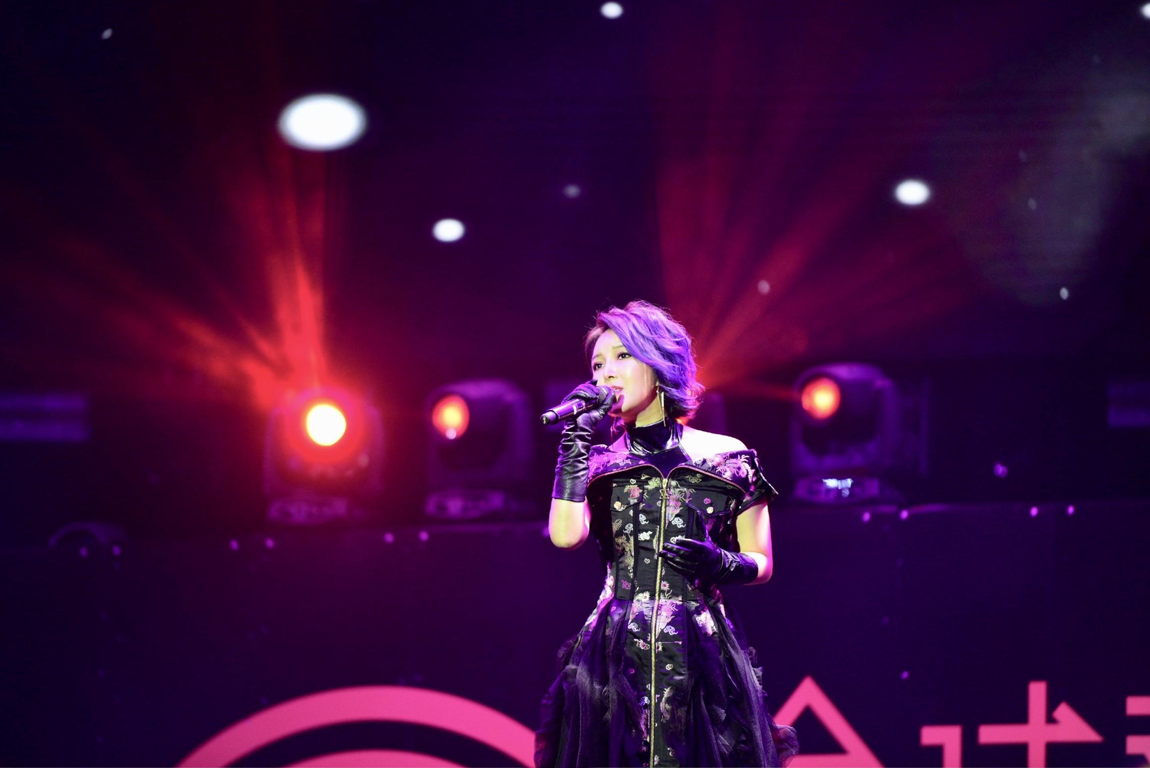 崔子格出席全球华语金曲奖颁奖典礼 斩获两项大奖寻求自我突破