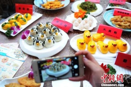 外媒:英中年人喜欢拍食物照 中餐很受欢迎