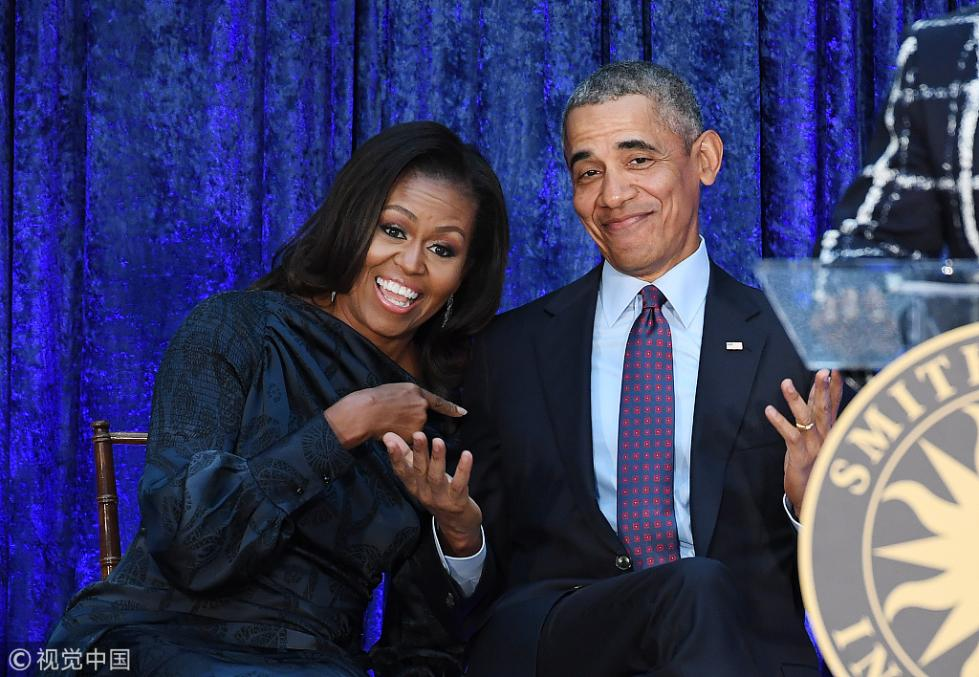 奥巴马惊喜亮相妻子新书宣传会 读者喊:我们想你!