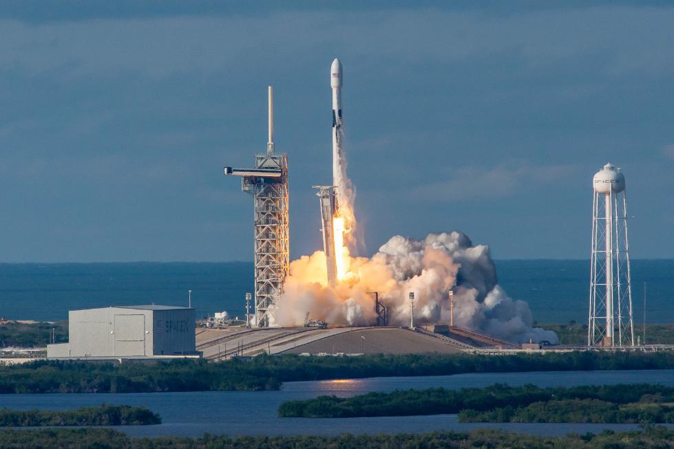 SpaceX放弃猎鹰9火箭二级回收计划 全力转向新火箭