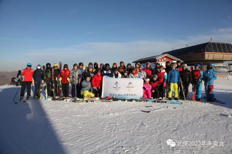 北京冬奥组委滑雪战队闪耀大学生滑雪比赛赛场内外