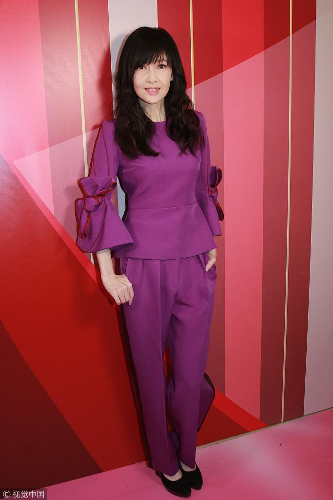 51岁周慧敏穿紫套装显优雅 丝毫看不出年纪