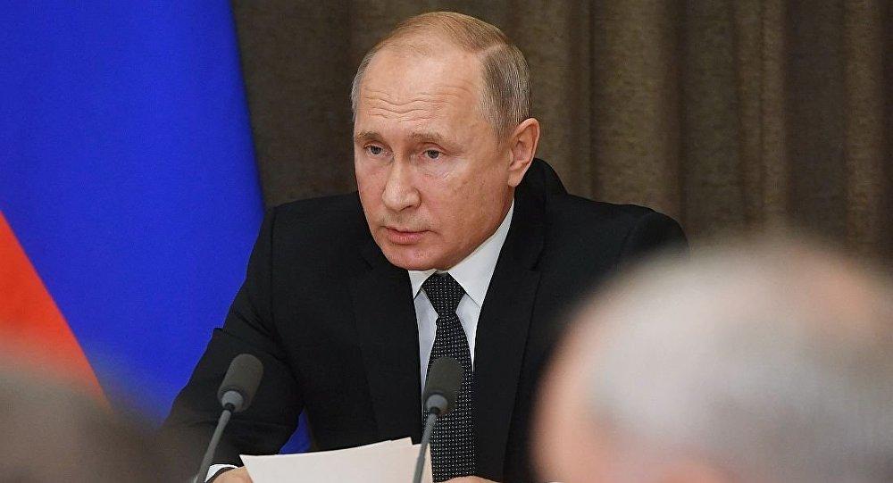 普京:俄应确保陆海军平衡发展 避免陷军事竞赛