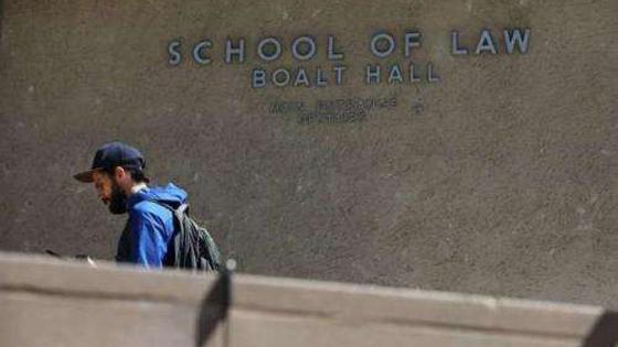 美媒:重审历史 美某大学建筑拟因排华污点改名
