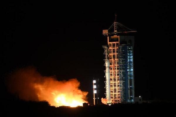 中国成功发射试验六号及四颗微纳卫星