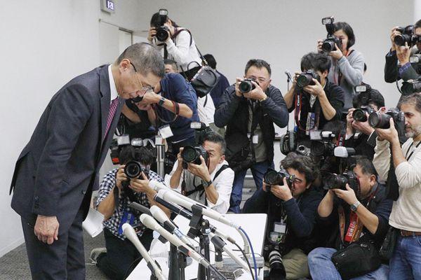 日产汽车董事长戈恩被捕 首席执行官新闻发布会上鞠躬道歉