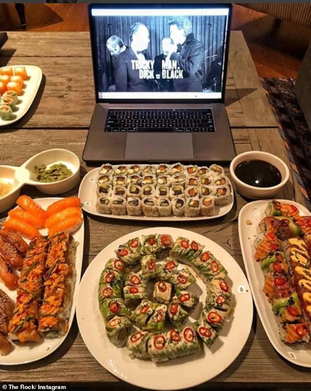 巨石强森一餐吃90个寿司吓坏粉丝