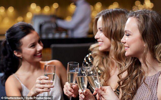 寒冷地区民众饮酒易过量 会增加肝硬化几率
