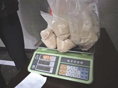 药材铺堵住公厕门 游客上厕所被强卖六万元中药材