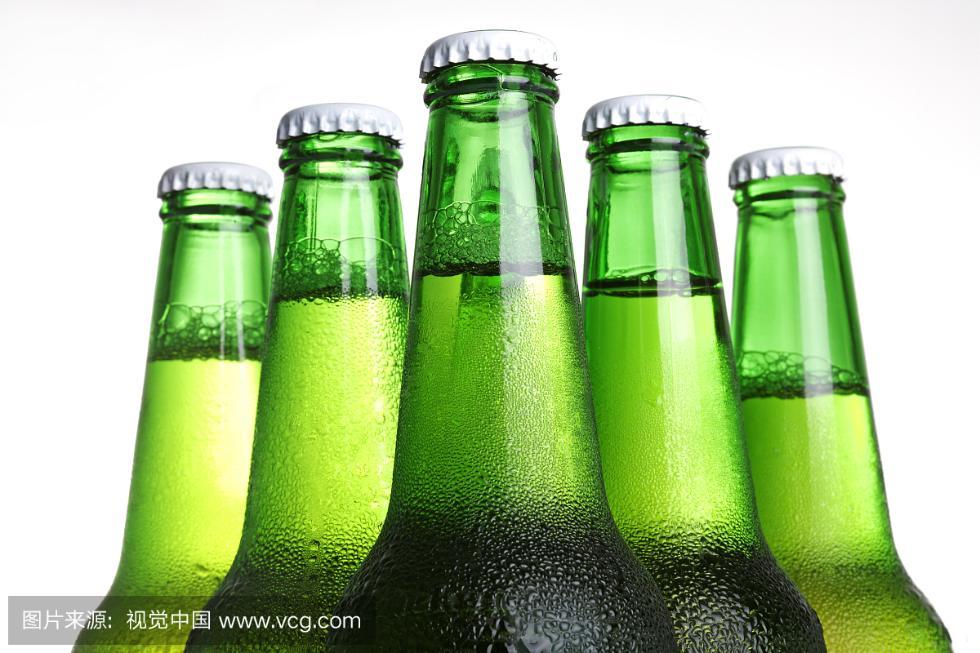 """经销商为""""止损"""" 给12万余瓶过期啤酒修改生产日期再发售!"""