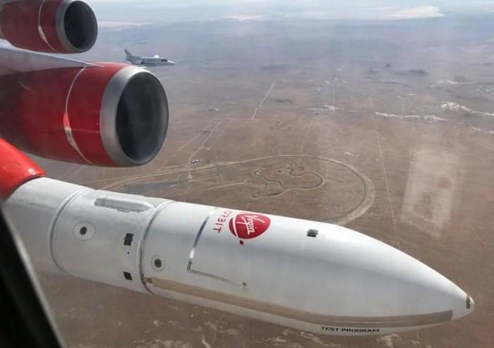 Virgin Orbit运载火箭首次绑在飞机机翼进行测试
