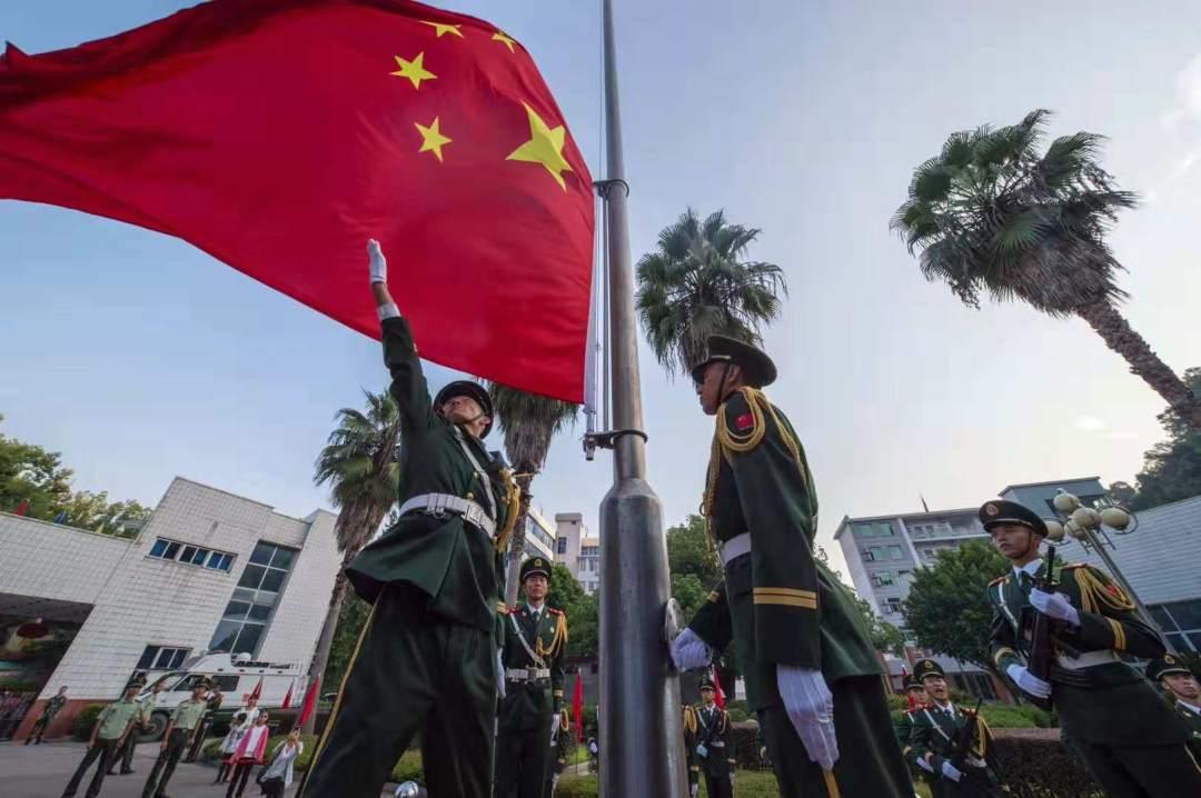 丁刚:中国发展动力在哪里?看看这些勤奋拼搏的中国人!