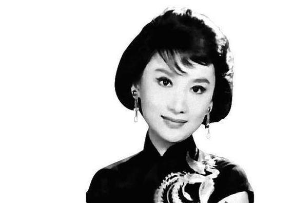 她成就了刘德华一生,让金庸痴念而不得,奇女子