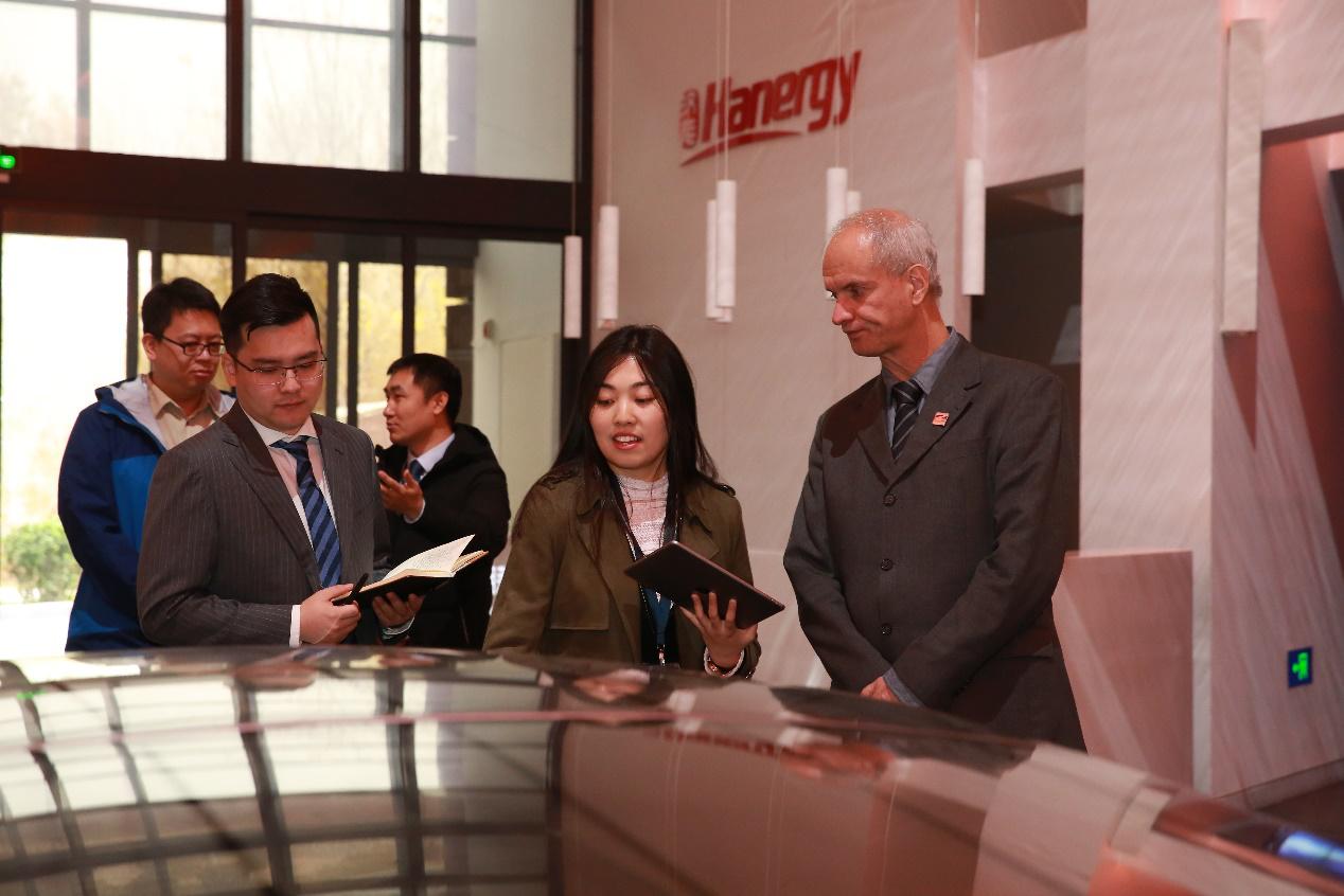 """巴西国家博物馆馆长访问汉能 薄膜太阳能或助博物馆""""重生"""""""