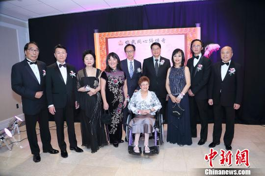 """媒体:六位加拿大华人获评""""红枫传奇"""""""