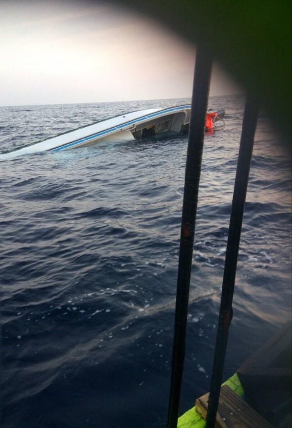 台湾渔船在小琉球海域倾覆 船上3人已失踪6天
