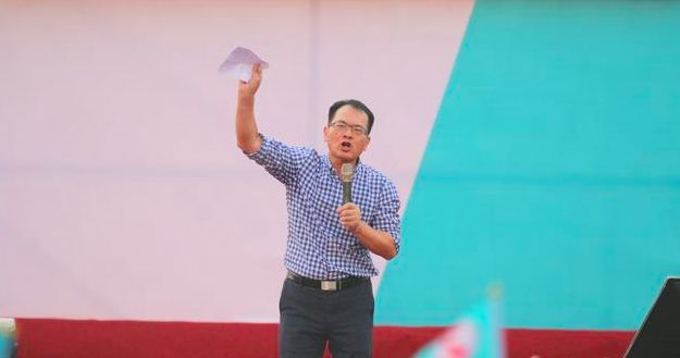 韩国瑜最后一刻决定不告抹黑自己的亲绿名嘴郑弘仪