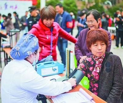 浙江杭州:志愿服务献爱心