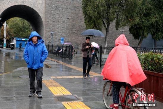 江南华南等地有小到中雨 中东部大部地区有偏北风
