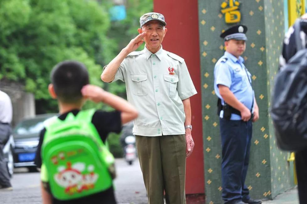 李国发:我为什么给孩子敬军礼