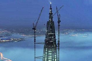 令人颤栗!俄罗斯逾400米高空作业视频走红