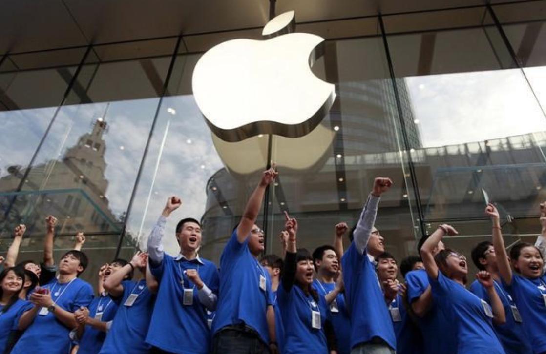 富士康拟裁10%非技术人 苹果自认iPhone狂潮结束?