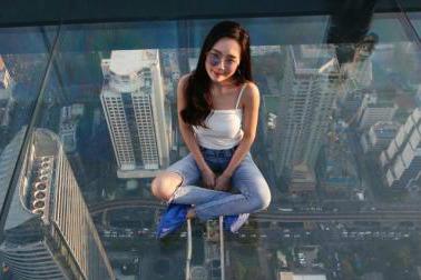 泰国曼谷第一高楼玻璃空中步道对外开放