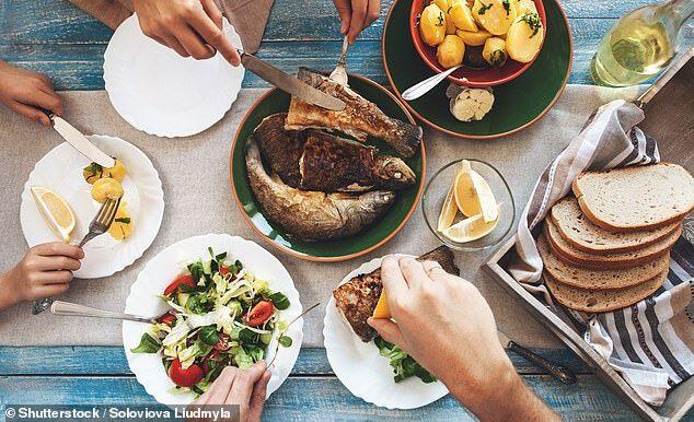 加拿大研究:家庭聚餐能促进青少年培养健康饮食习惯