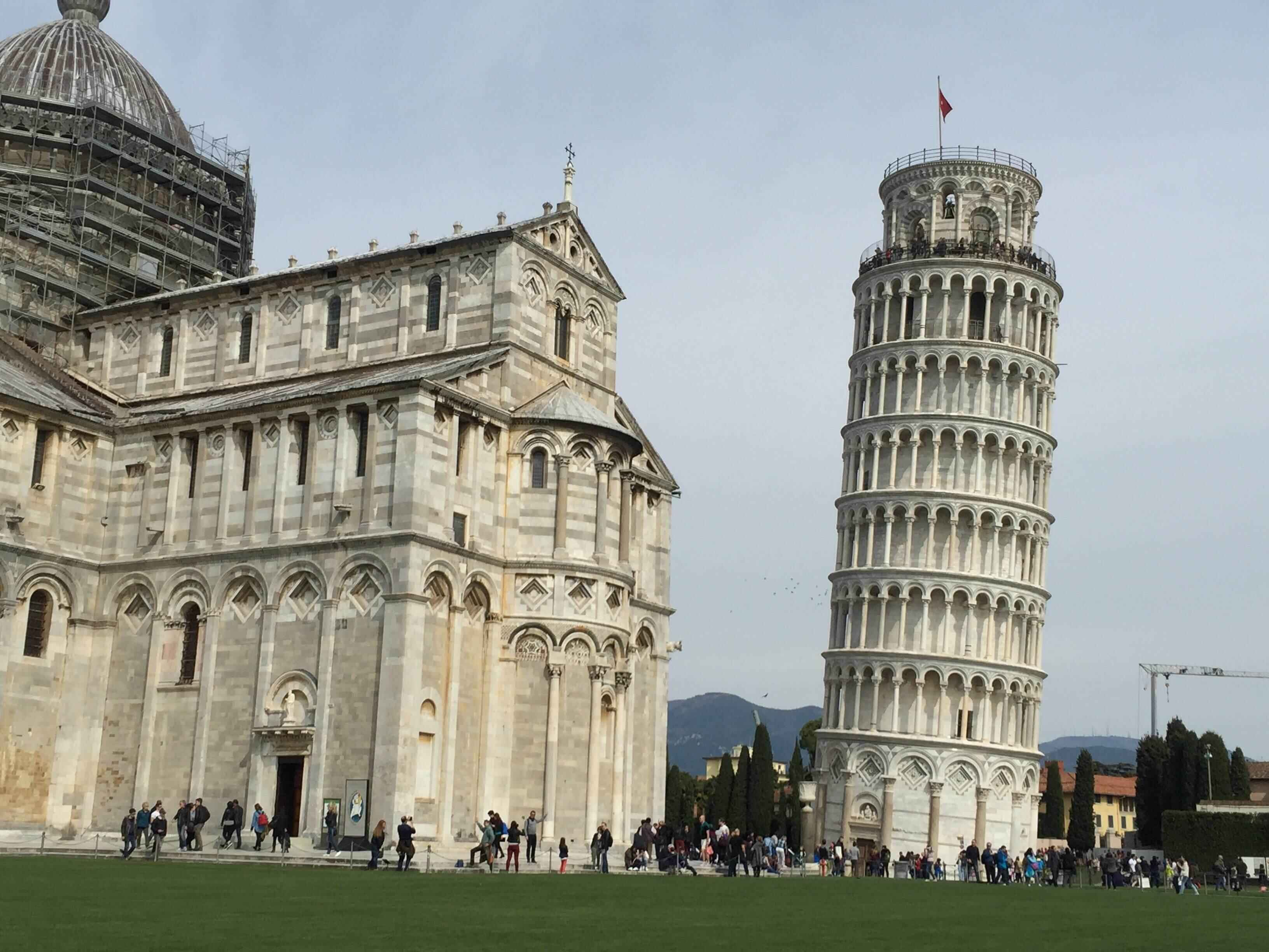 """比萨斜塔不""""斜""""了? 多年修复工程后塔身已大幅""""扶正"""""""