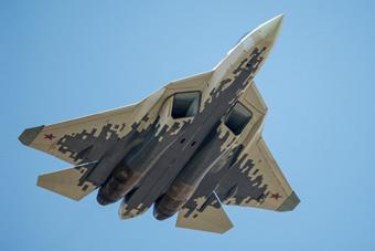 苏57在叙测试画面首次公开 试飞员曝动用新武器