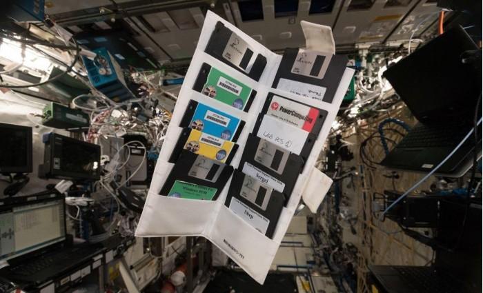 """宇航员在ISS找到NASA的""""古董""""软盘"""