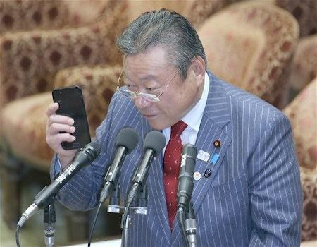 没用过电脑!日本网络安全大臣辩解:手机方便