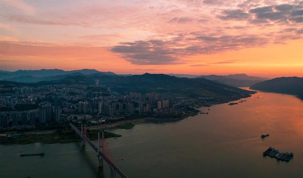 航拍:长江三峡新景观 依山傍水云阳城