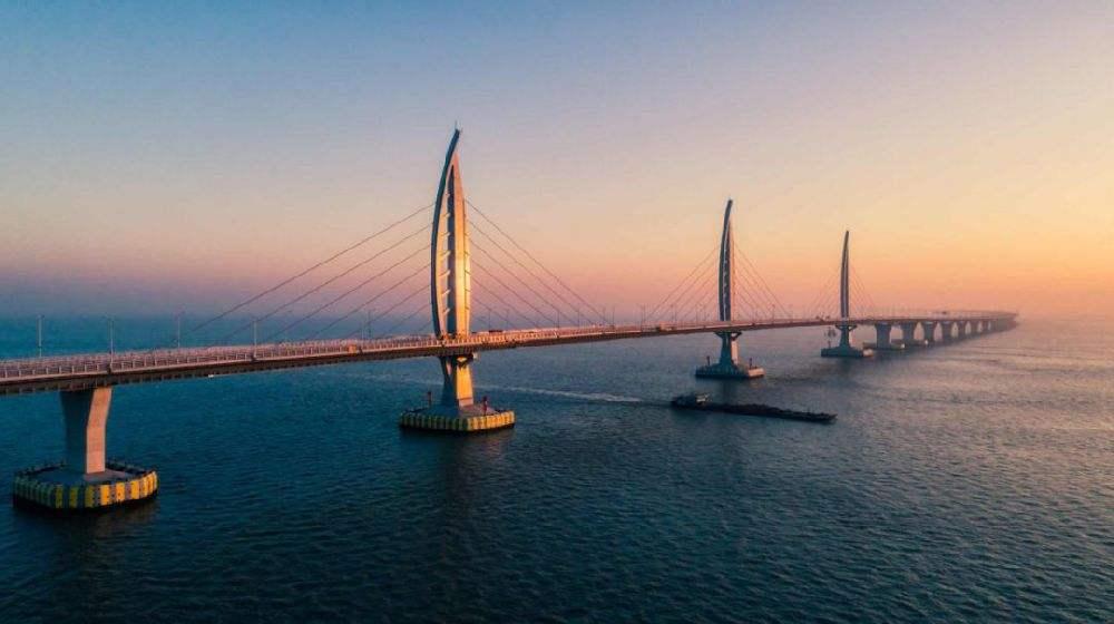 港珠澳大桥首月客运180万人次