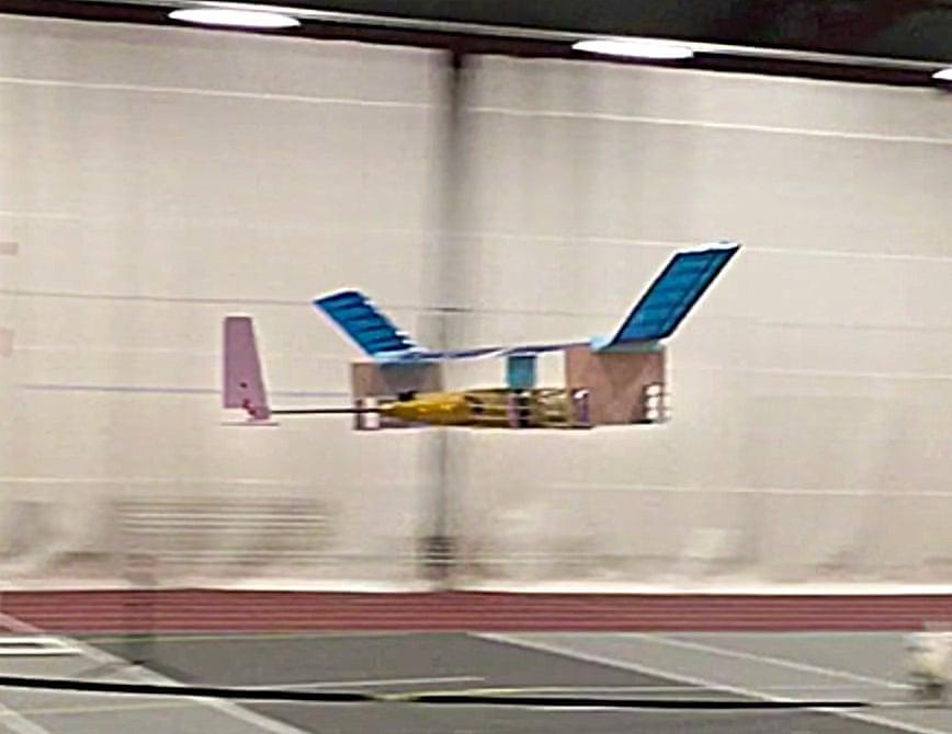 """用4万伏电压代替发动机 这架""""离子风""""飞机飞了60米"""