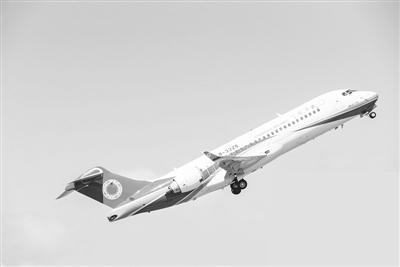 首用静暗驾驶舱技术 ARJ21填补国产喷气客机空白