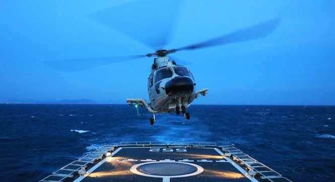 近距离感受海军跨昼夜舰机协同训练