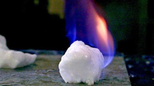 日本研究人员希望将可燃冰作为新式能源
