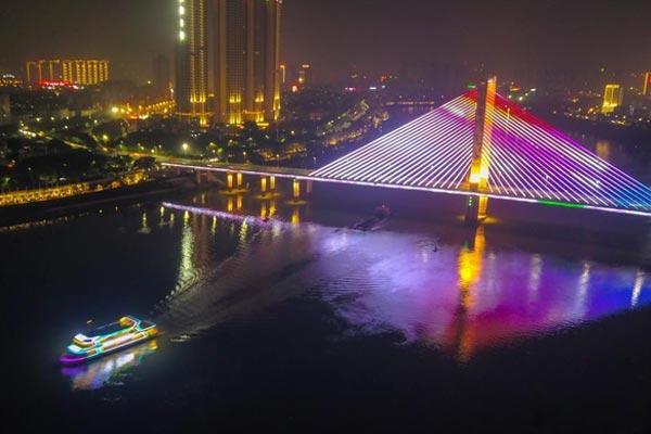 航拍广西邕江夜景 千年河道灯火辉煌