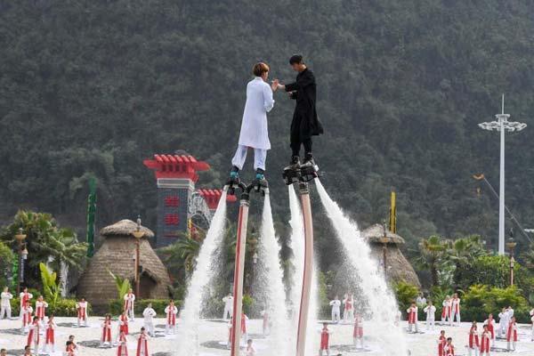 广西桂林上演空中太极 爱好者高空过招