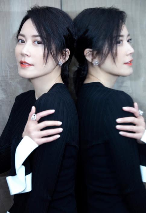 47岁俞飞鸿也老了?眼袋皱纹明显,但却不影响她的美貌