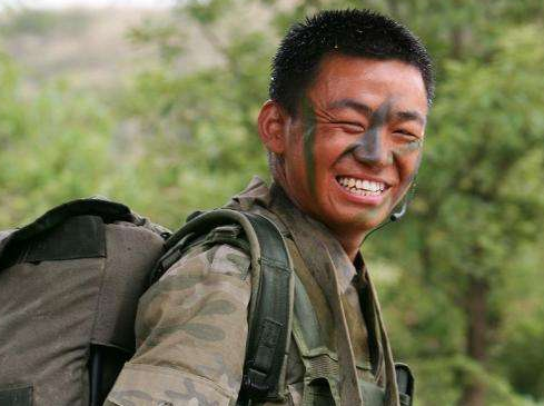 又一位明星患癌去世,王宝强掩面痛哭,张译哀悼,离世时仅45岁
