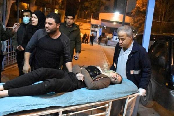 叙反政府武装毒气袭击致上百人窒息