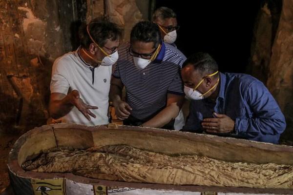埃及卢克索新发现一座贵族墓葬 出土保存完好女性木乃伊
