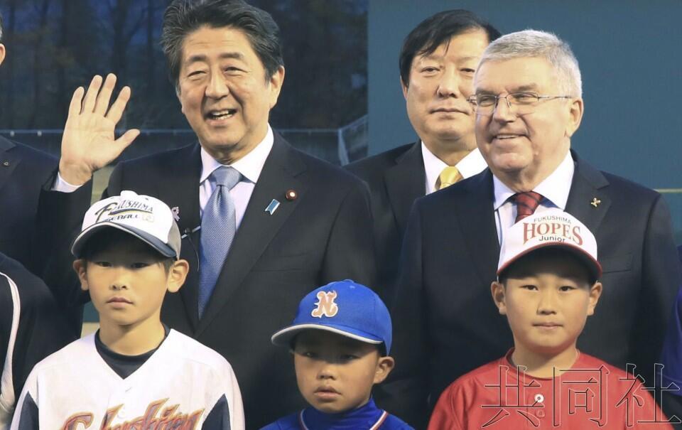 安倍陪同国际奥委会主席访问福岛,向世界宣传重建奥运