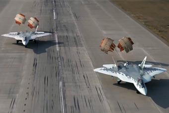感受五代机魅力!独特视角看苏57双机编队降落