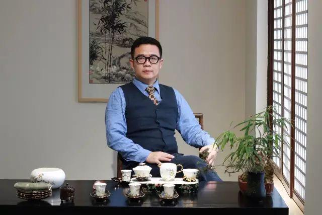 """进博会国宴瓷设计师黄春茂:单一滞后的审美观无法培育出 """"白玉兰"""""""
