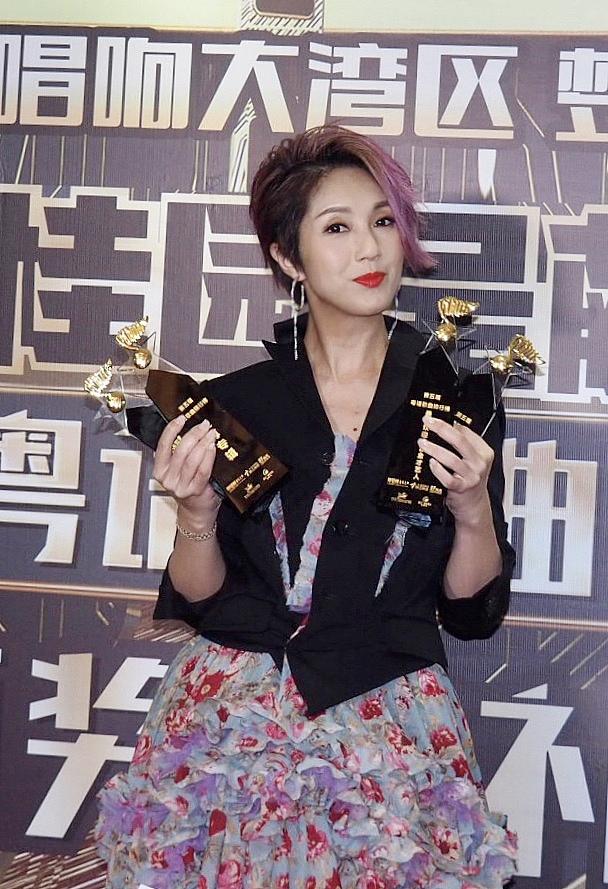 """杨千嬅""""粤语歌曲排行榜""""横扫4大奖项"""